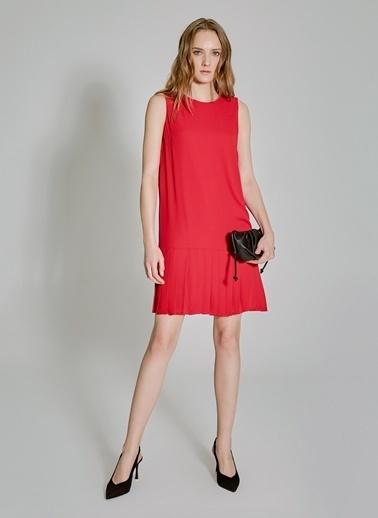 People By Fabrika Piliseli Kolsuz Elbise Kırmızı
